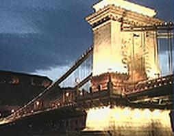 Puente de las Cadenas por la noche